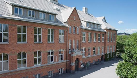Från http://www.su.se/om-oss/universitetsområde/arkitektur/byggnader/husen-i-kräftriket-1.138551