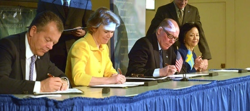 University leaders sign exchange agreements. Photo: Darrell Hoemann/The Champaign News-Gazette