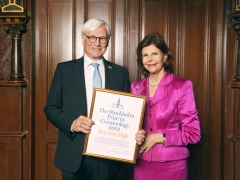 H.M. Queen Silvia together with the 2012 prize winner Jan van Dijk (photography by Pernille Tofte)