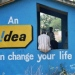 Blått litet hus med texten An Idea Can Change Your Life