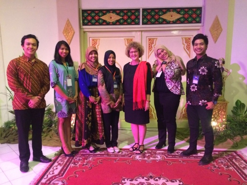 Student volunteers from Universitas Gadjah Mada met with international coordinator Elisabet Idermark from Stockholm University.