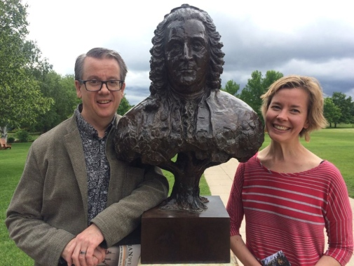 Kjerstin Moody showed Richard Tellström around Gustavus Adolfus College campus, which features a bust of Carl Linné.