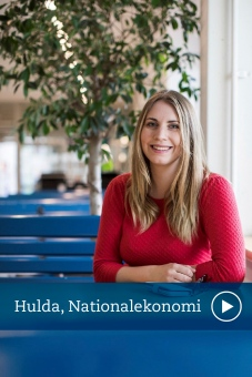 Hulda studerar nationalekonomi vid Stockholms universitet