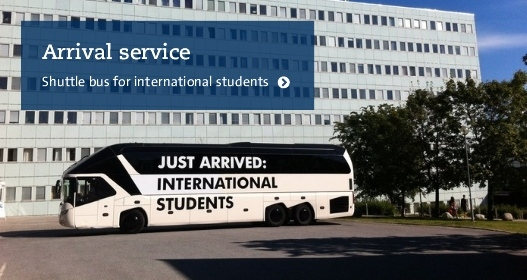 Bus for international students in front of Stockholm University Photo: Ronald T. Nordqvist
