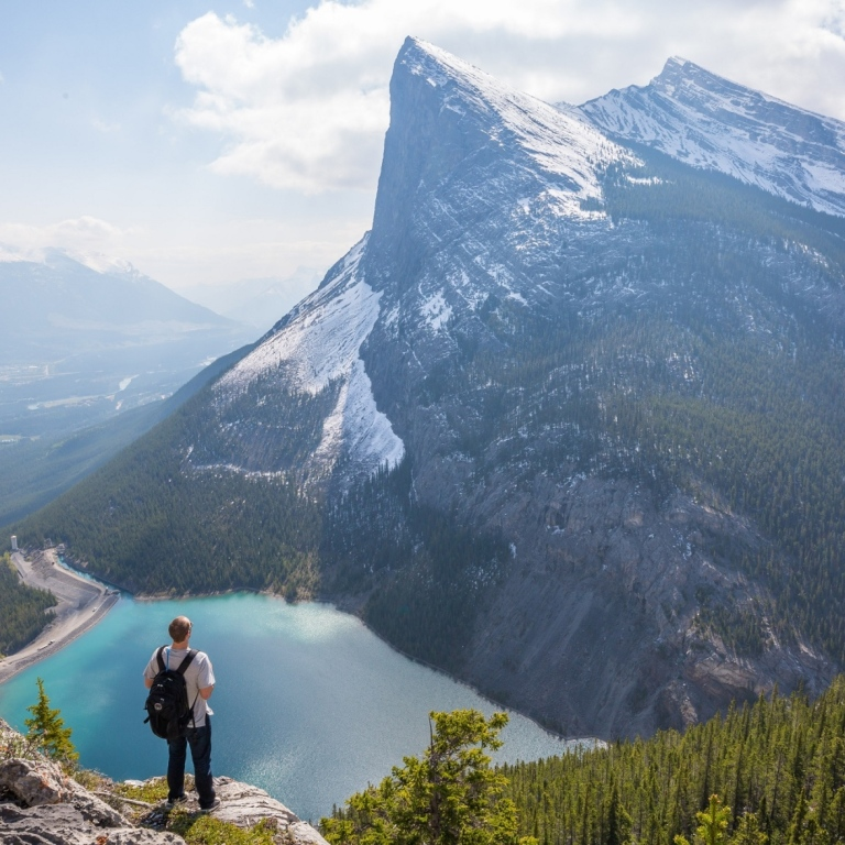 Stunning mountain view in Canada Photo: Kalen Emsley/Unsplash