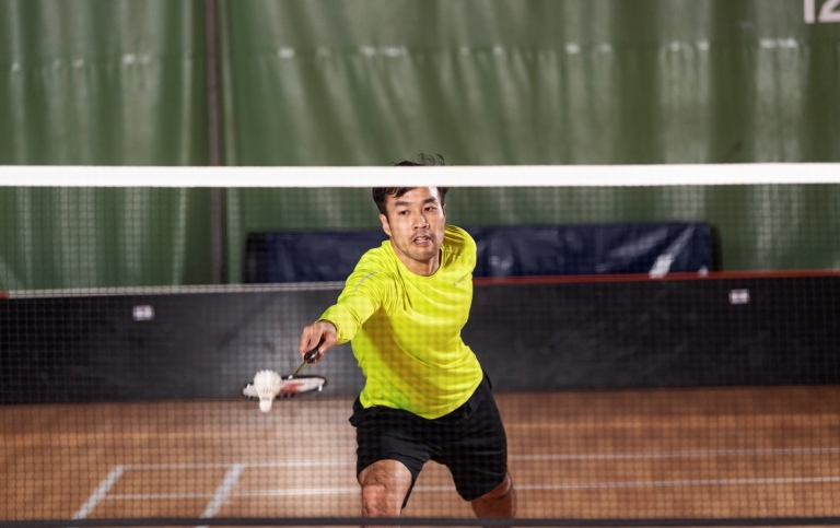 Man som spelar badminton. Foto: Frescati Sports Center