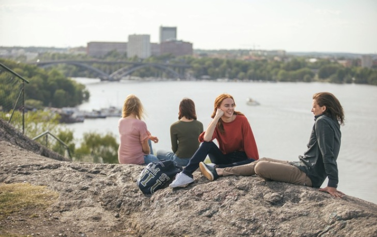 Students at Skinnarviksberget in central Stockholm. Photo: Niklas Björling