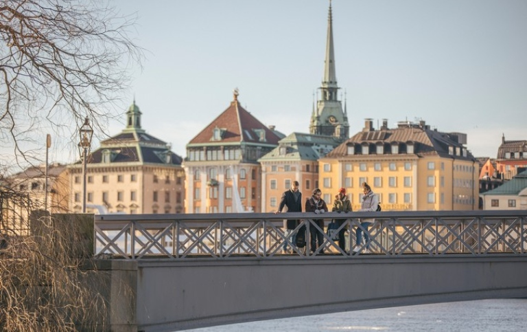 Students on Skeppsbron with Gamla stan in the background. Photo: Niklas Björling