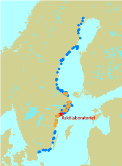 A map showing all examined bays (blue) and the detaily studied bays (orange).