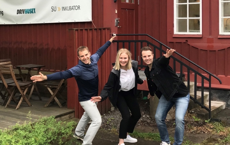 Staff from Drivhuset in front of Villa Bellona. Photo: Drivhuset