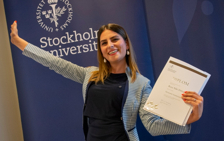 Happy master with diploma. Photo: Ingmarie Andersson