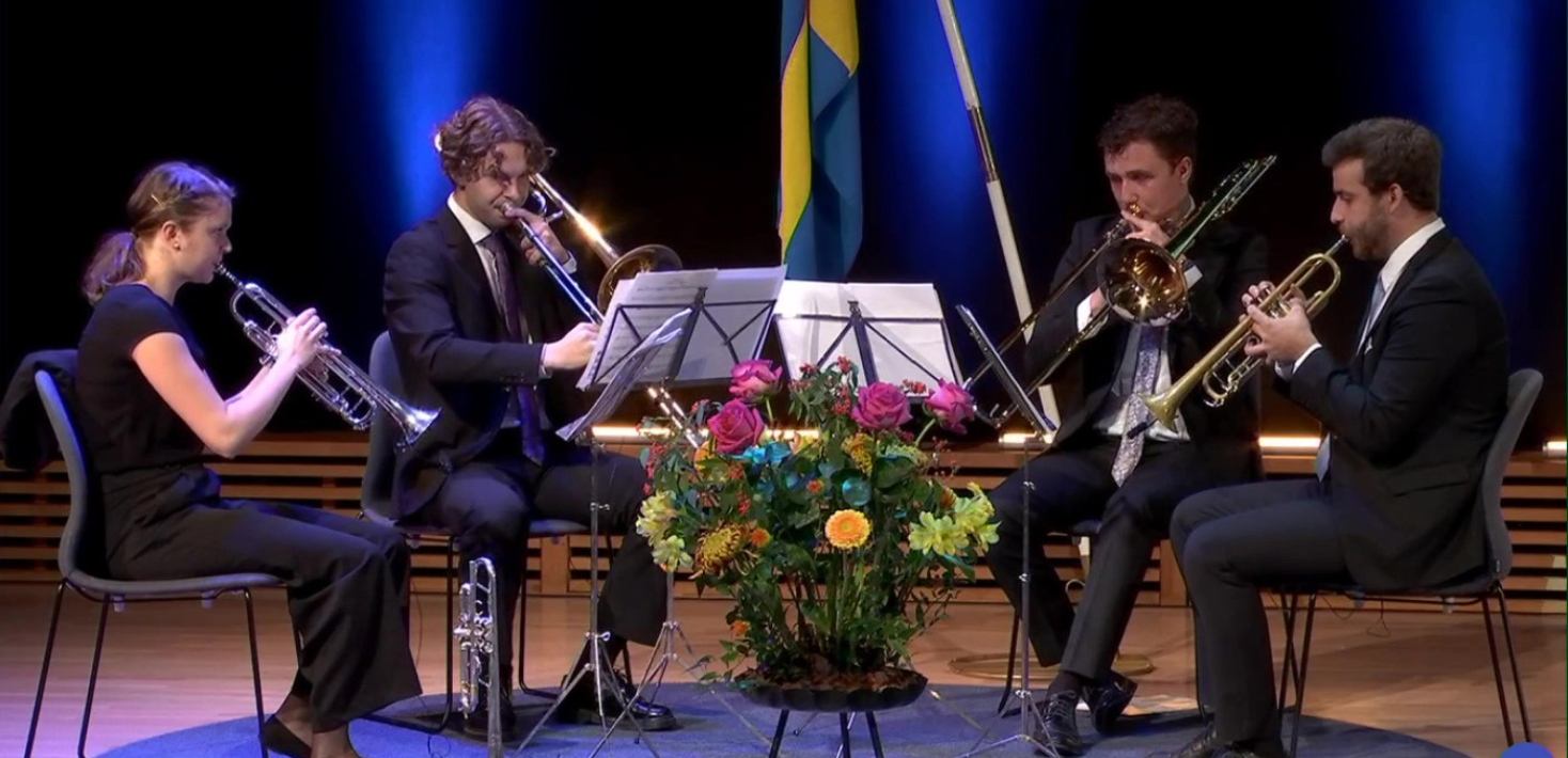 Brassmusiker på Aula Magnas scen under digital Magisterpromotion 6 nov 2020