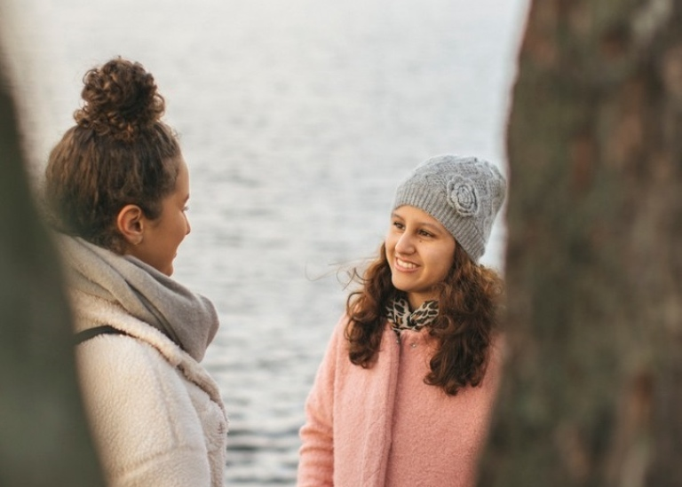 Two girls talking by the water in central Stockholm. Photo: Niklas Björling