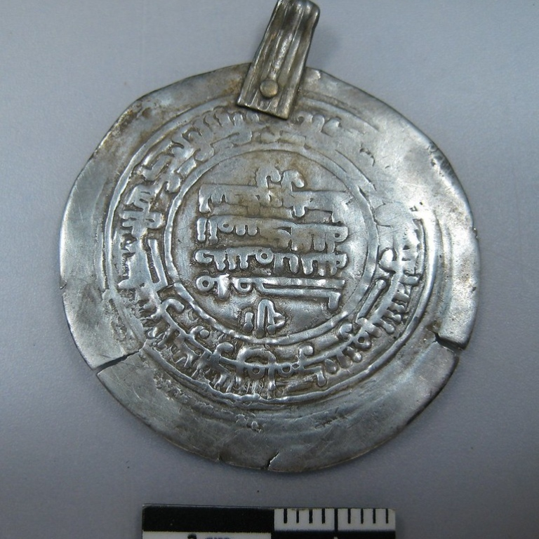 Arabic coin from the silver hoard at Viggbyholm. Photo: Arkeologerna, National Historical Museums.
